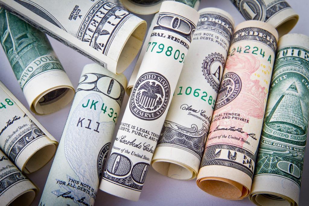 s_dollar-1362244_1920